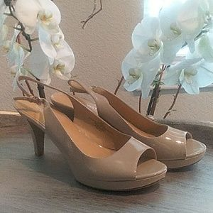 Nine West patent peep toe slingbacks. Size 8.5